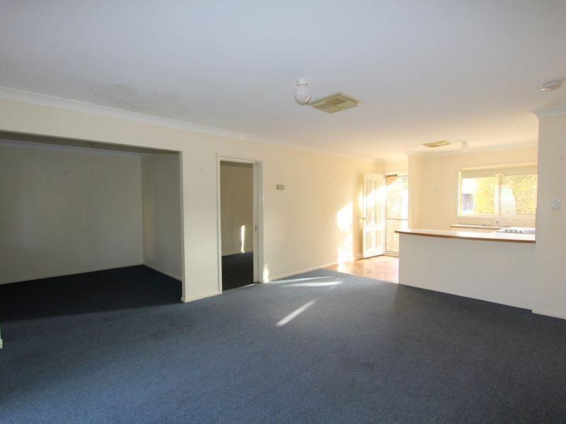 2/222 Borilla Street, Emerald QLD 4720, Image 2