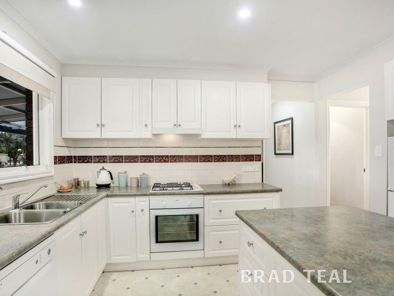 10 White Avenue, Romsey VIC 3434, Image 2