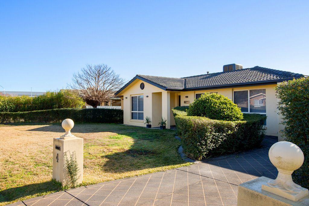 4 Yungana Place, Glenfield Park NSW 2650, Image 1