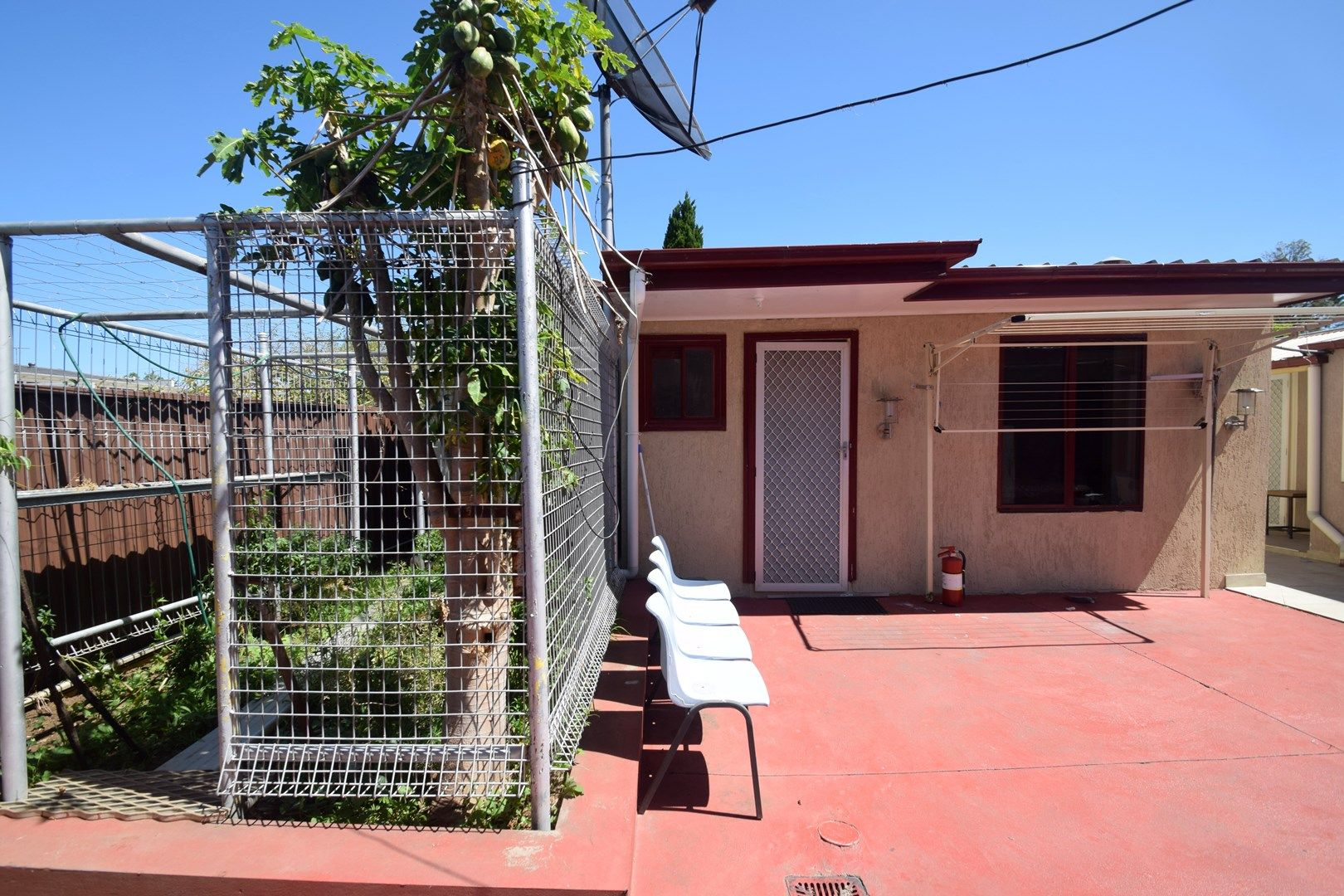 Flat 2, 6 Waratah Avenue, Casula NSW 2170, Image 0