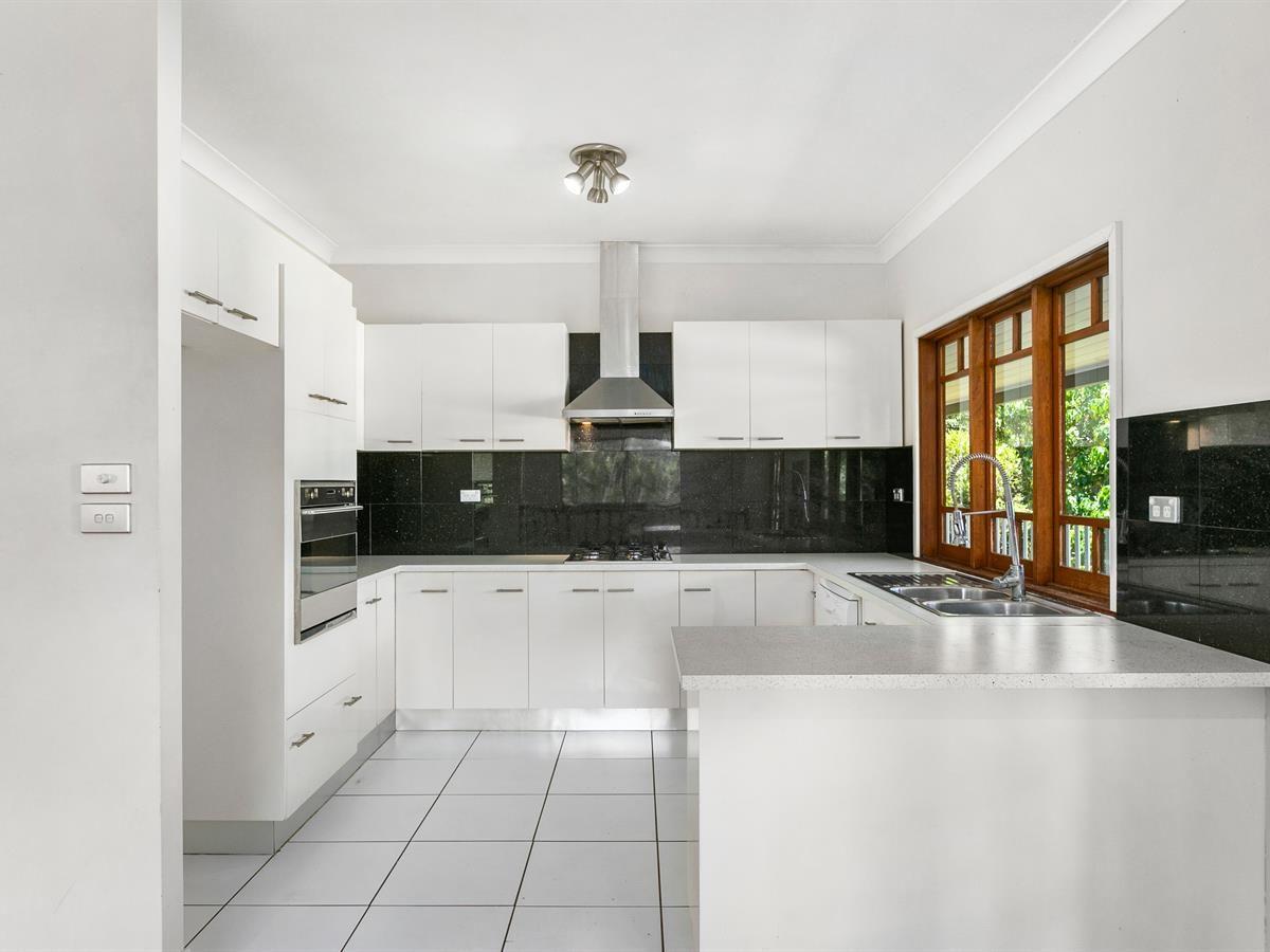 7 Torazzi Place, Mooroobool QLD 4870, Image 2