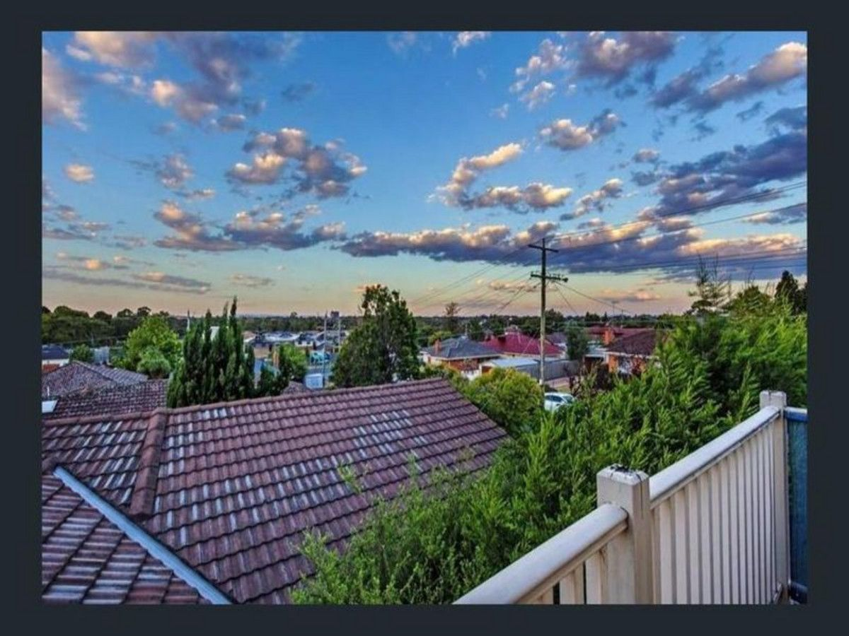 2/1 Outlook Rise, Bundoora VIC 3083, Image 2