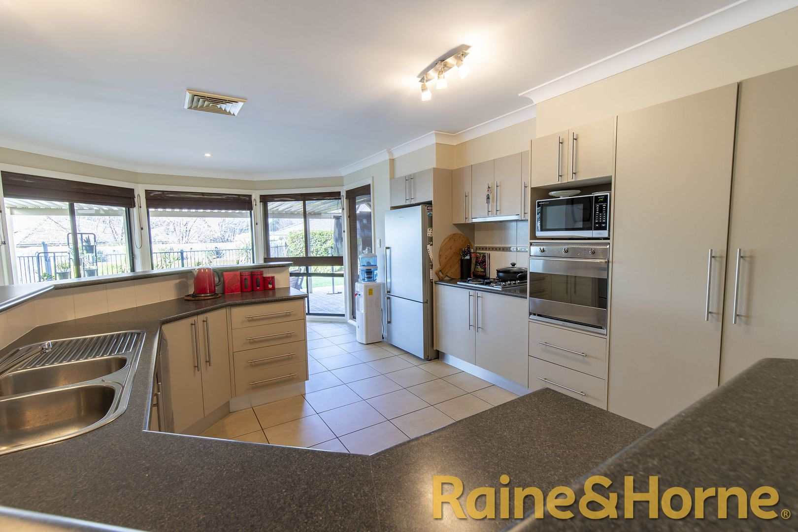 8 Hastings Court, Dubbo NSW 2830, Image 2