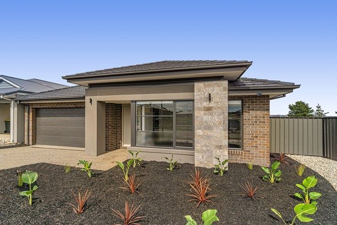 Picture of 32 Sadie Avenue, THORNHILL PARK VIC 3335