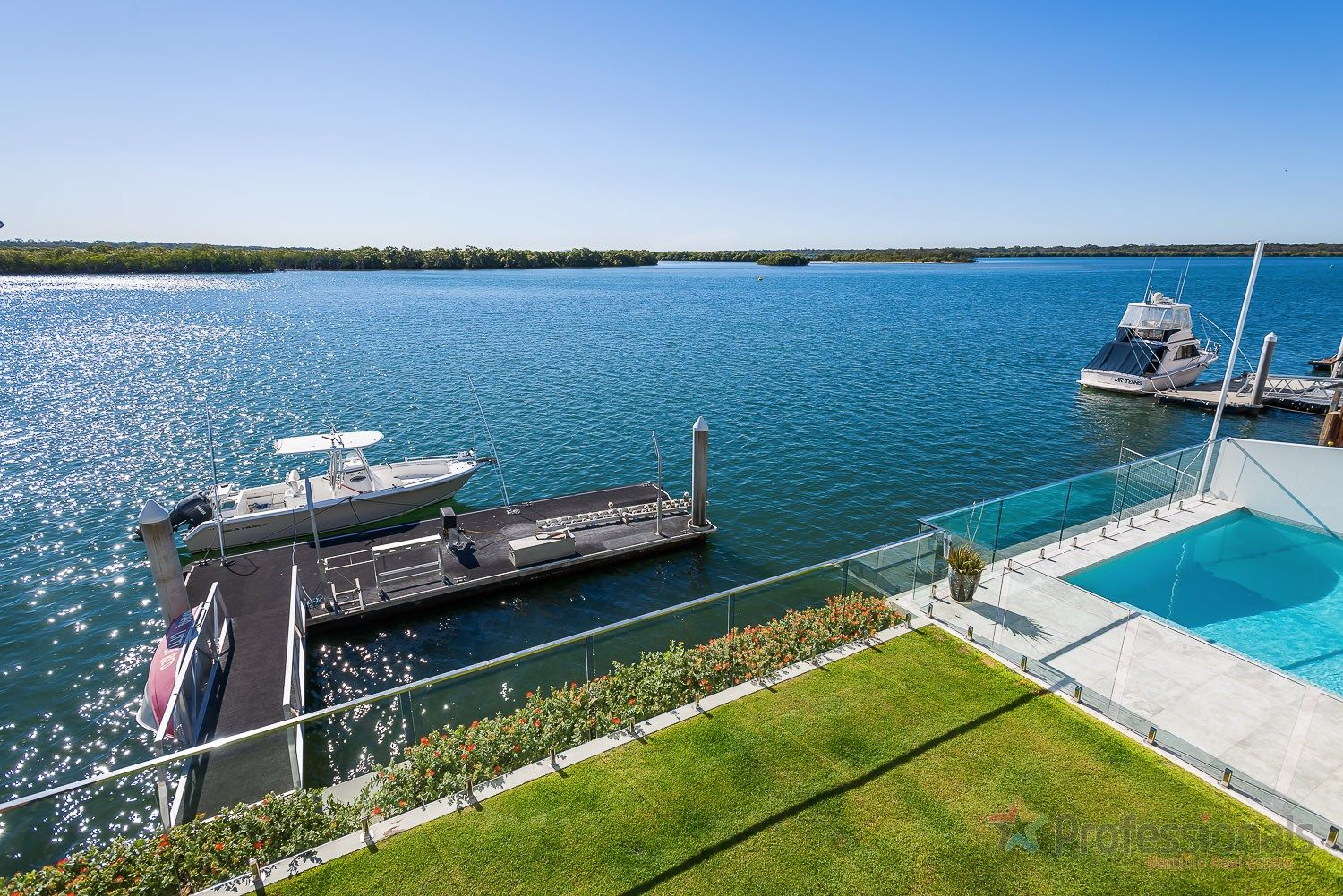 39 Knightsbridge Parade West, Sovereign Islands QLD 4216, Image 1