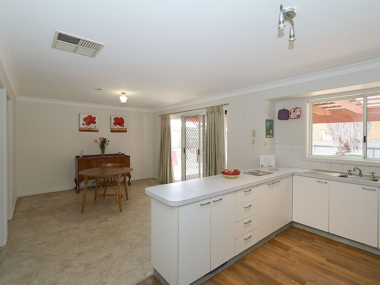 16 Jeeba Place, Glenfield Park NSW 2650, Image 2