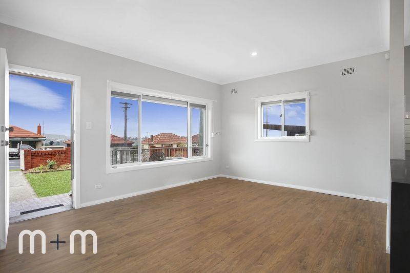 219 Flagstaff  Road, Lake Heights NSW 2502, Image 2
