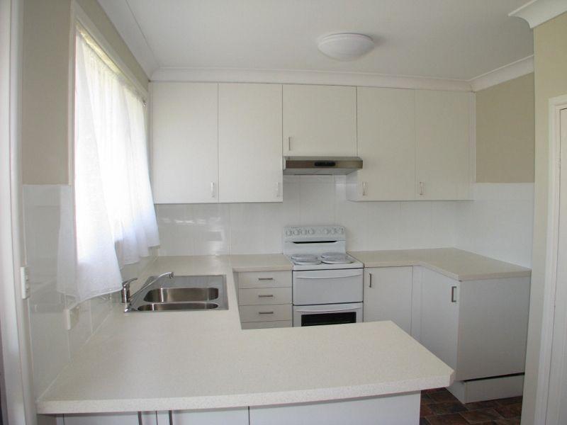 16 Kathleen Crescent, Armidale NSW 2350, Image 2
