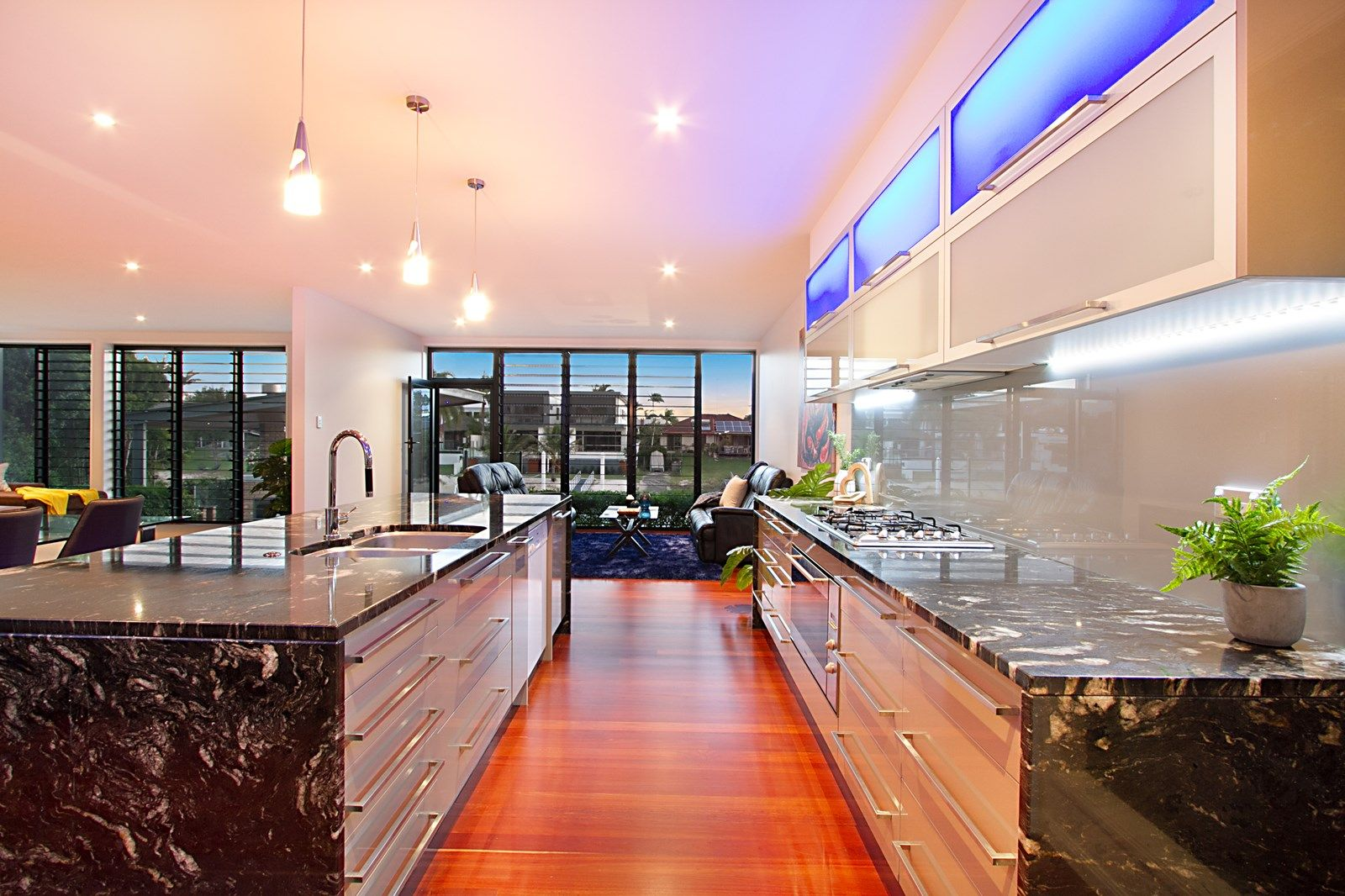 50 Moana Park Avenue, Broadbeach Waters QLD 4218, Image 2
