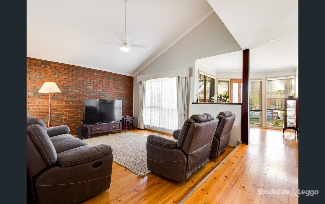 36 Julier Crescent, Hoppers Crossing VIC 3029, Image 2