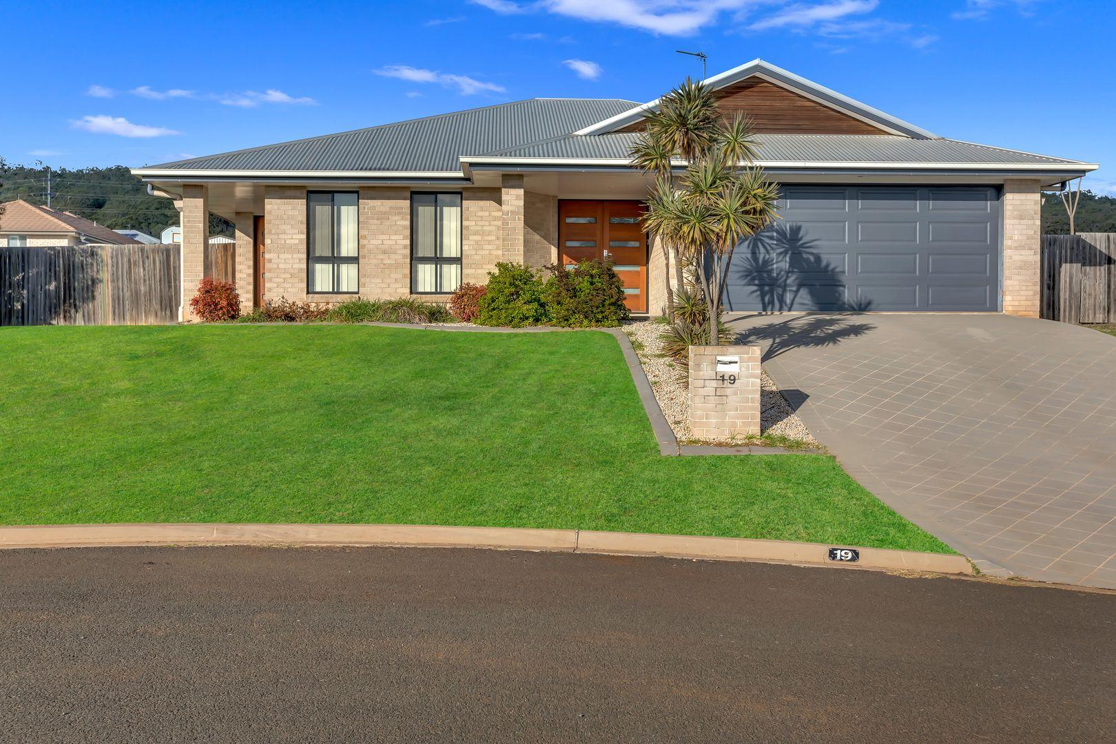 19 Pelling Court, Westbrook QLD 4350, Image 0