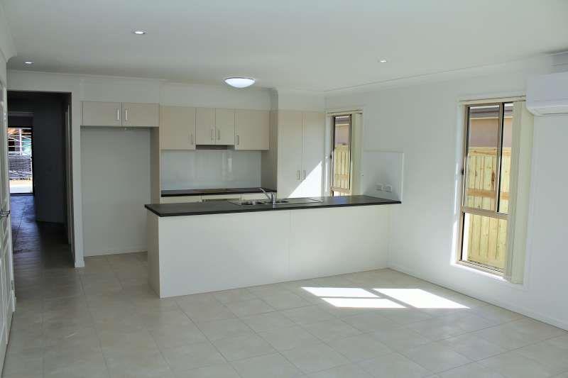 11 Pine Place, Upper Kedron QLD 4055, Image 2