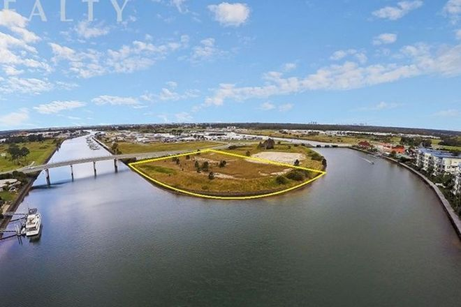 Picture of 14 Sickle Avenue, HOPE ISLAND QLD 4212