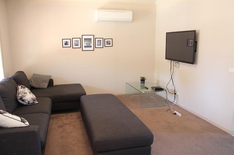 1/68 Mountain View Drive, Lavington NSW 2641, Image 1