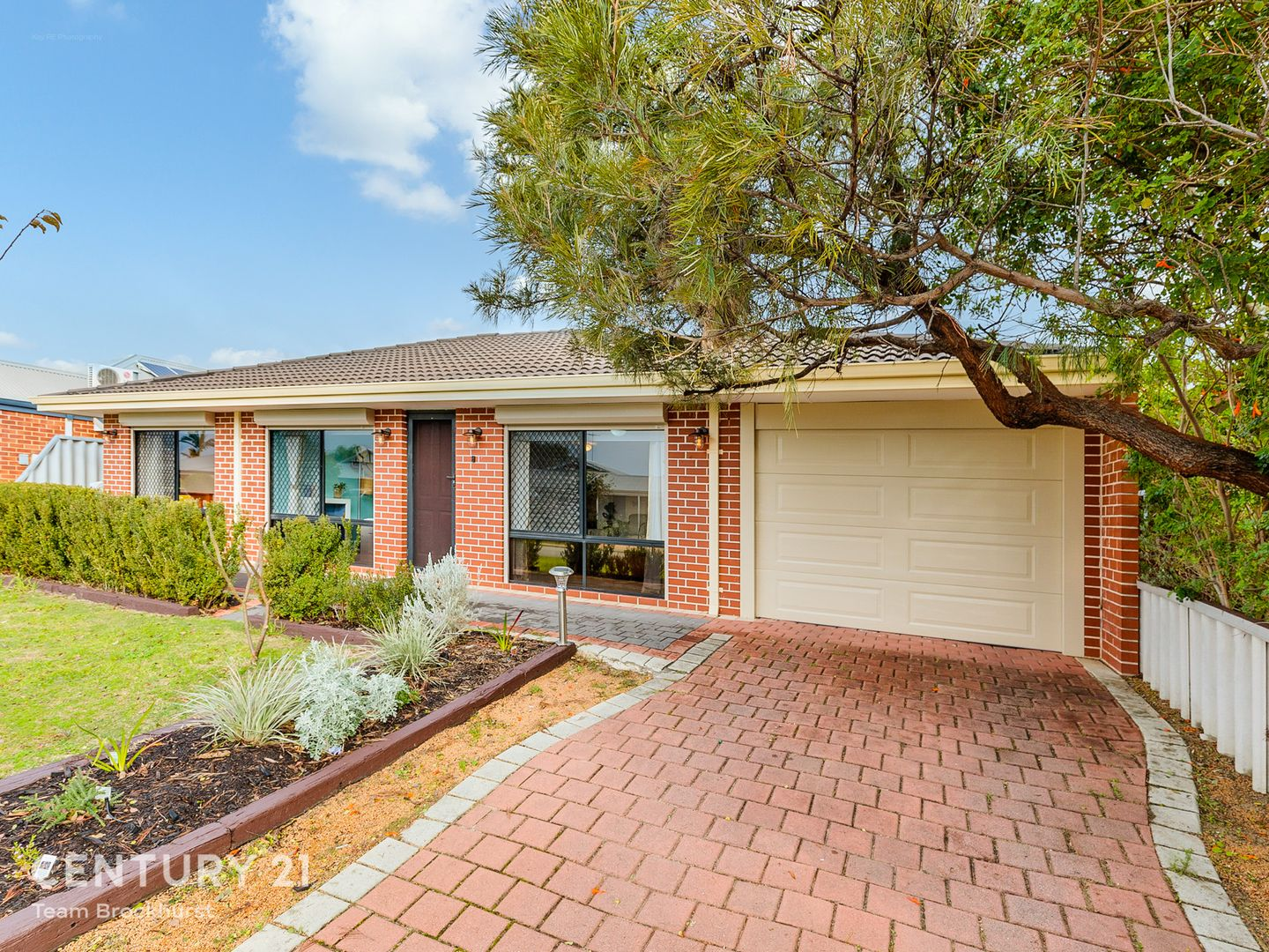 16 Narrier Close, South Guildford WA 6055, Image 0