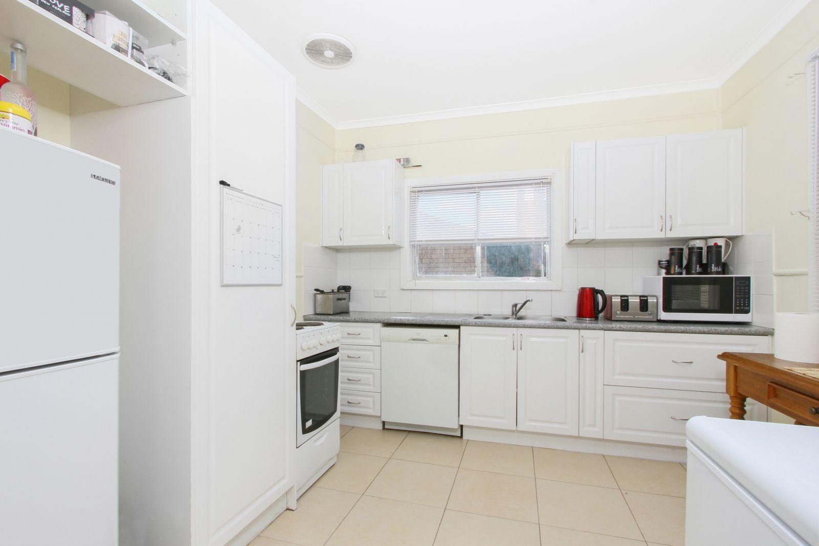 21 Frederick Street, Crestwood NSW 2620, Image 2