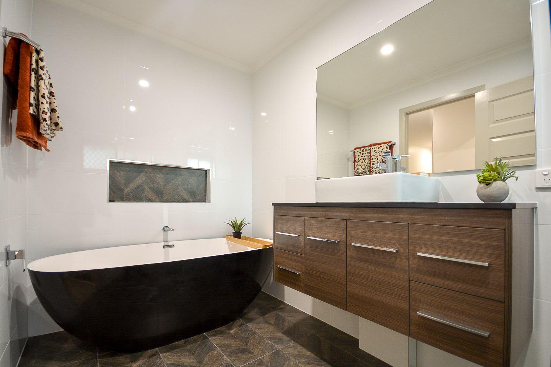 8 Buttler Street, Bellbird Park QLD 4300, Image 1