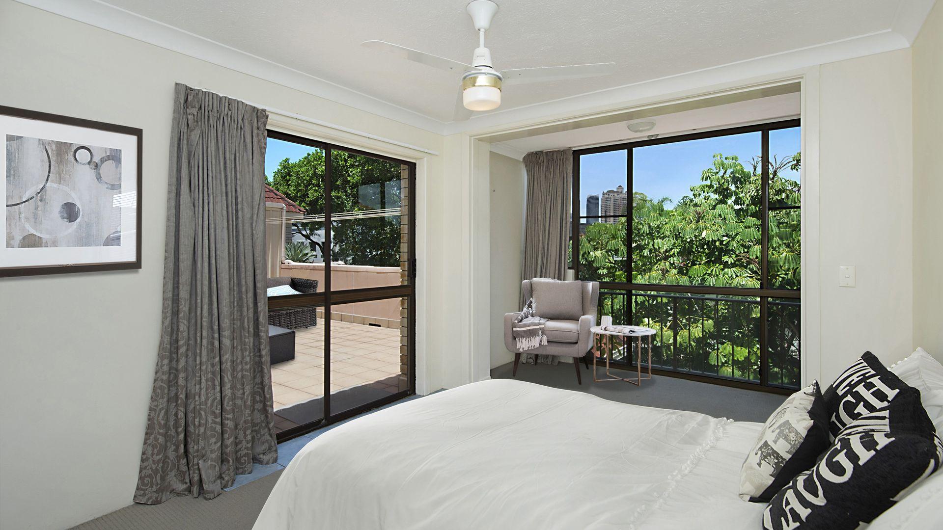 12 'Summerset' 18 First Avenue, Broadbeach QLD 4218, Image 2