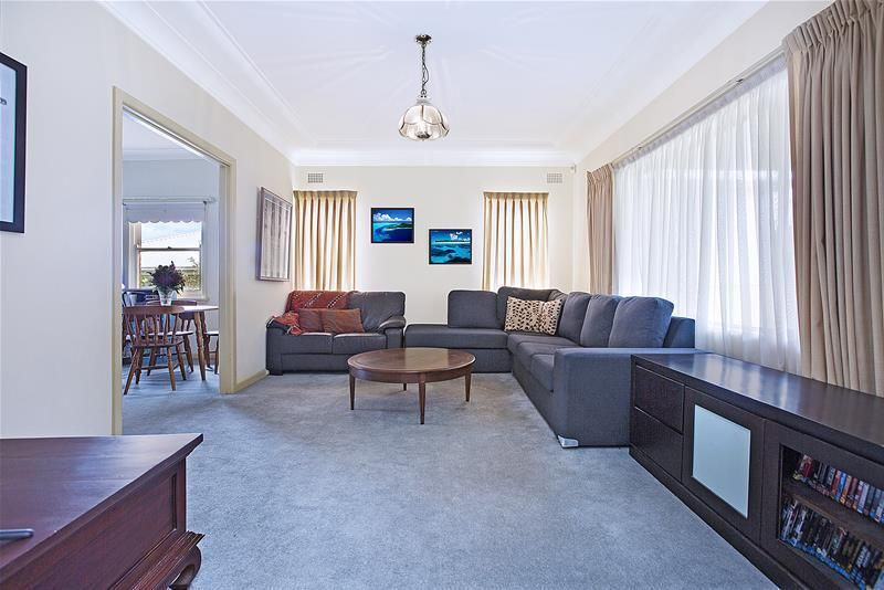 9 Vista Street, Caringbah South NSW 2229, Image 2