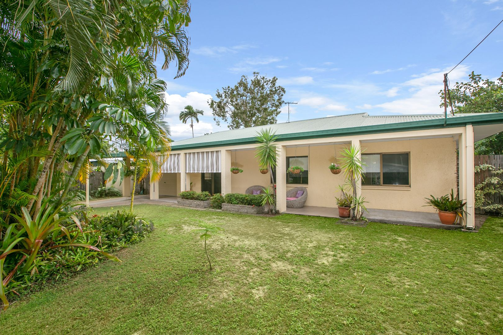 32 Oak Street, Holloways Beach QLD 4878, Image 0