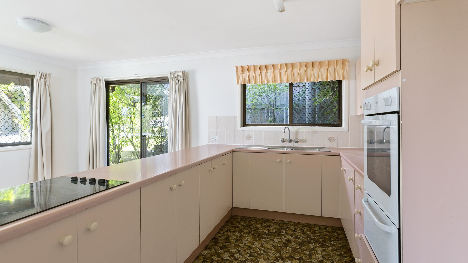 30 Firthshire Street, Mansfield QLD 4122, Image 2