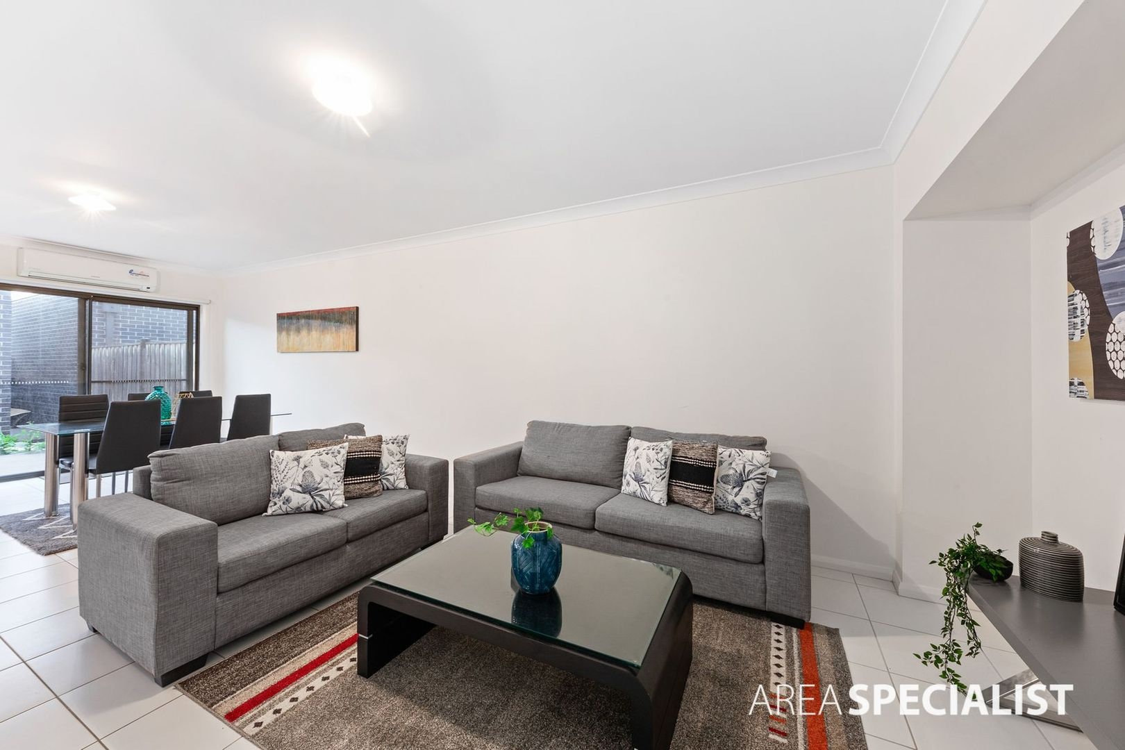 5 Armstrong Walk, Fraser Rise VIC 3336, Image 2