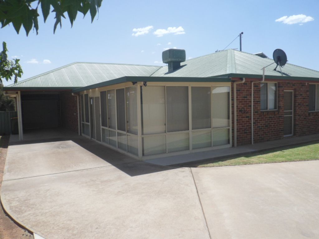 52 Ryall St, Canowindra NSW 2804, Image 2