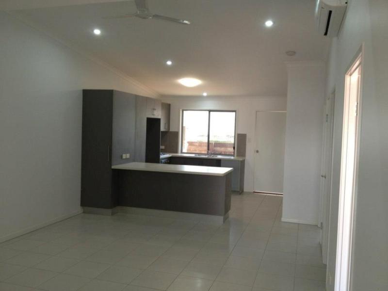 22/8 Hillcrest Street, Emerald QLD 4720, Image 2