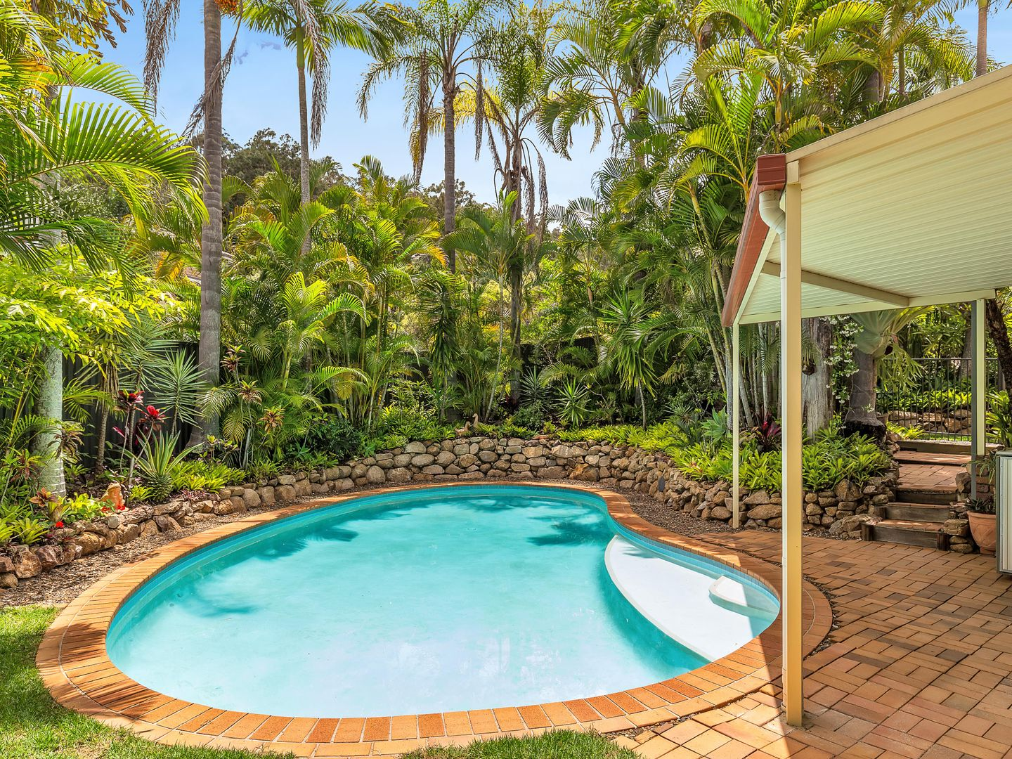 1 Pearra Place, Chapel Hill QLD 4069, Image 2
