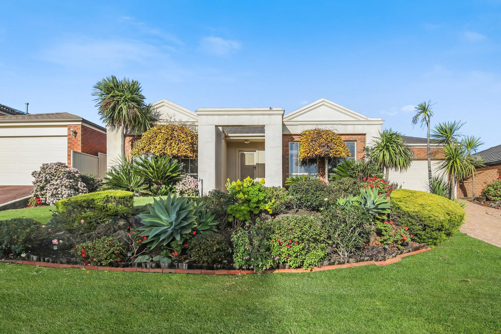 8 Cardiff Grove, Cranbourne East VIC 3977, Image 0