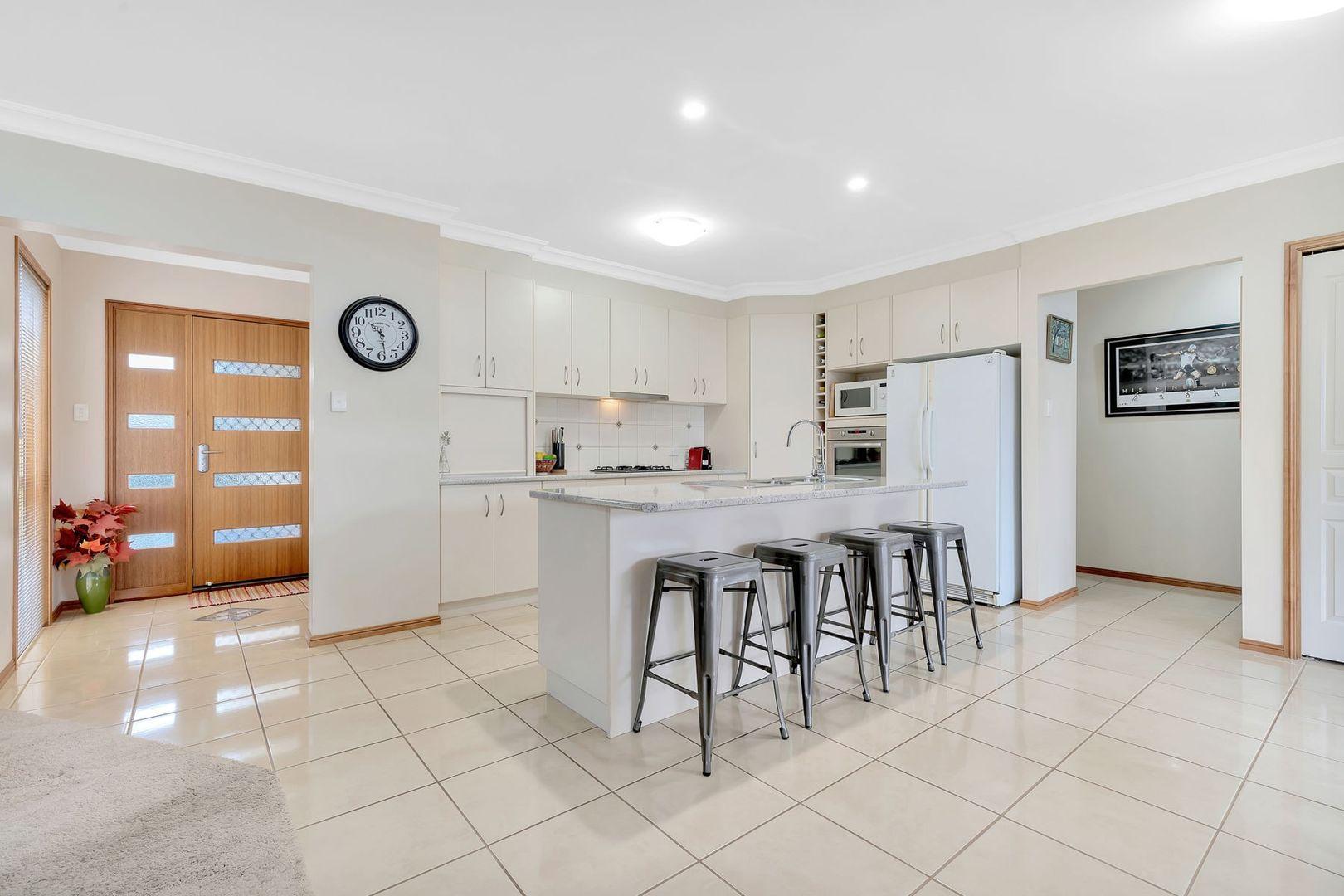 2/9 Sambar Court, Kearneys Spring QLD 4350, Image 0