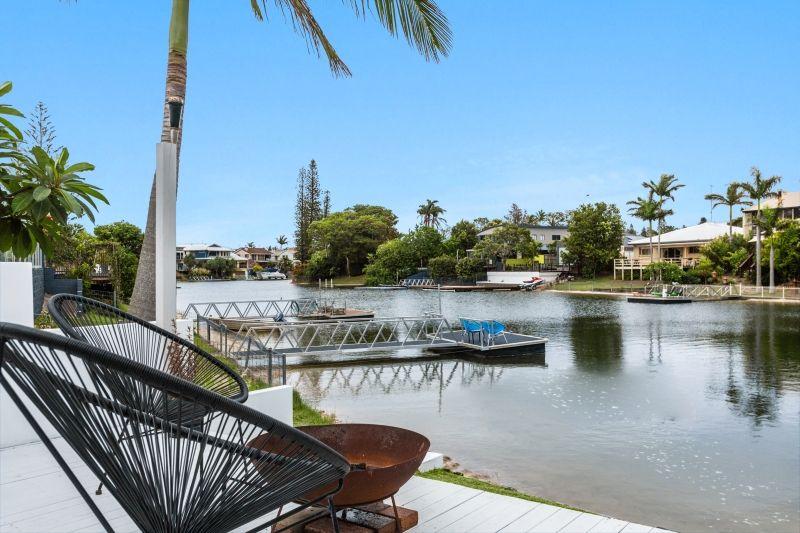 1 Sara Avenue, Broadbeach Waters QLD 4218, Image 0