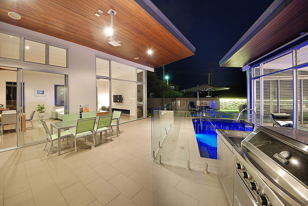 51 Kingfisher Crescent, Burleigh Waters QLD 4220, Image 2