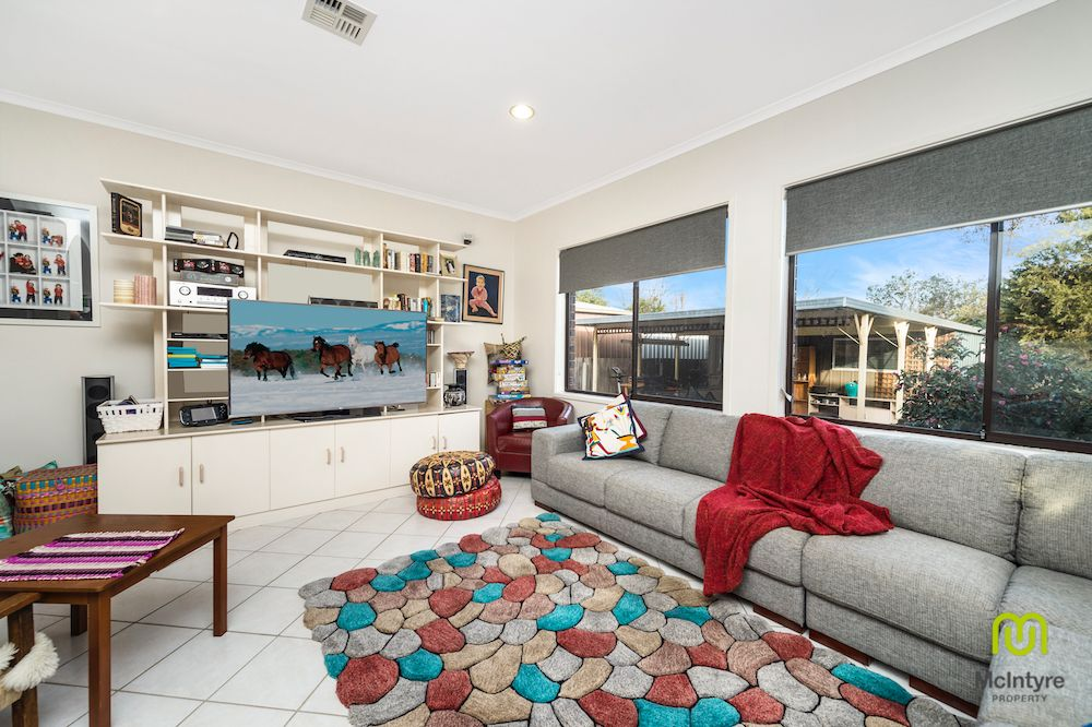 5 Mulvey Place, Fadden ACT 2904, Image 2