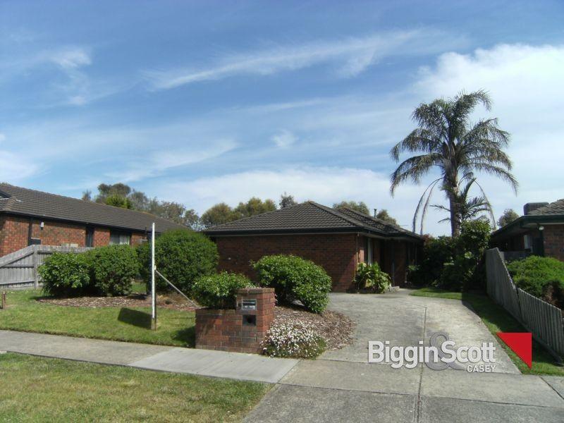 15 Scarborough Avenue, Cranbourne West VIC 3977, Image 0