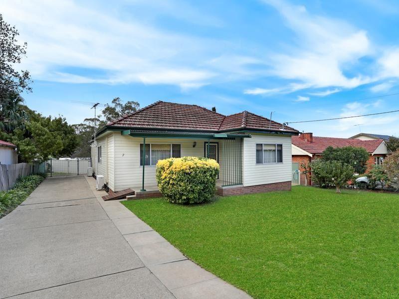 7 Mundakal Avenue, Kirrawee NSW 2232, Image 0