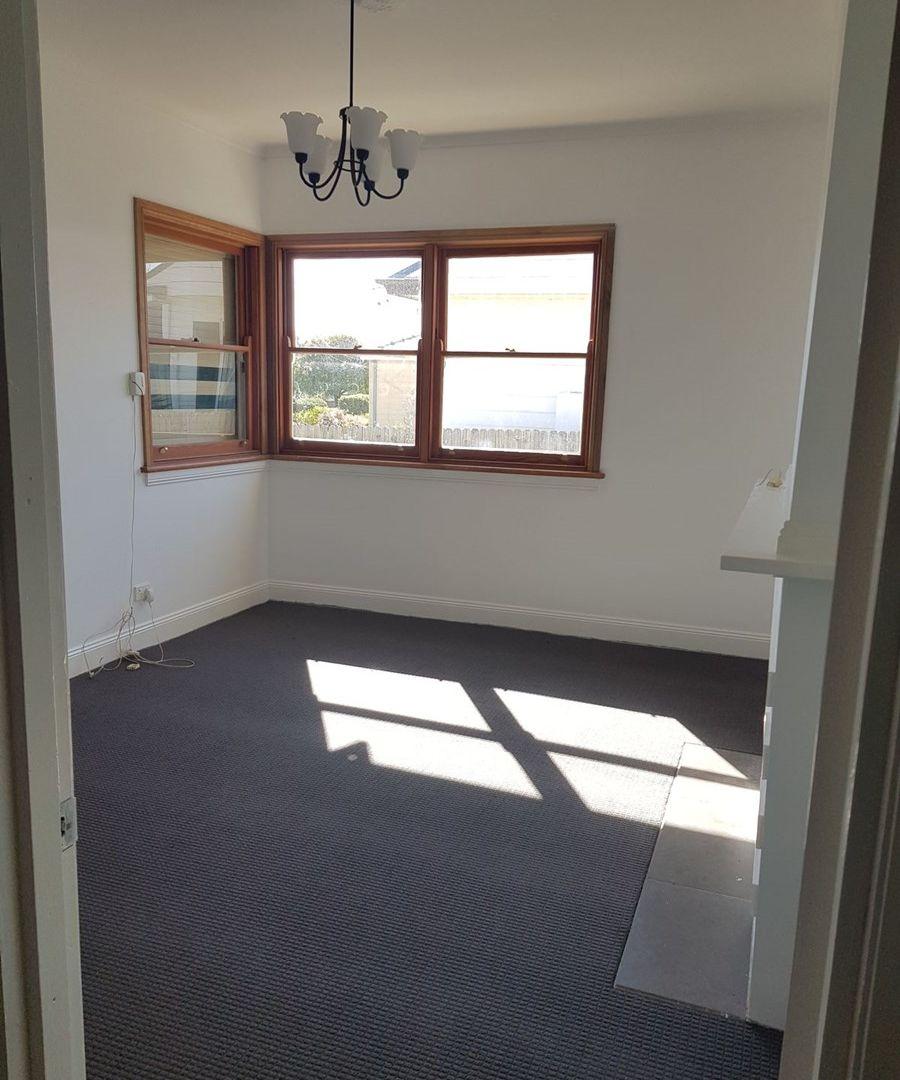 30 Carrington Avenue, Oberon NSW 2787, Image 2