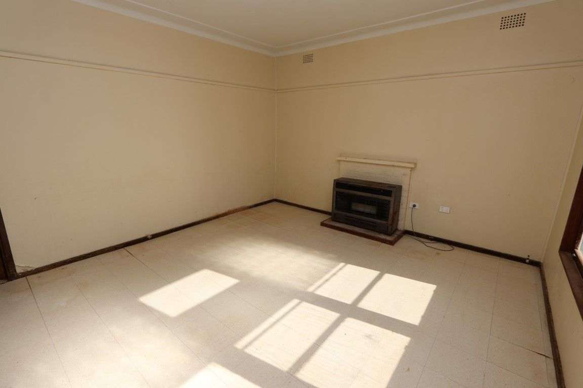 216 Austral Street, Temora NSW 2666, Image 1