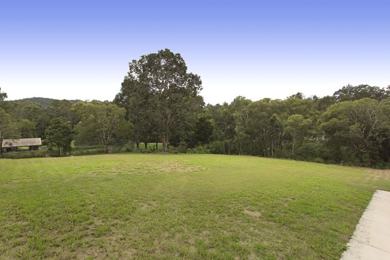 77 Tristania Road, Chapel Hill QLD 4069, Image 2