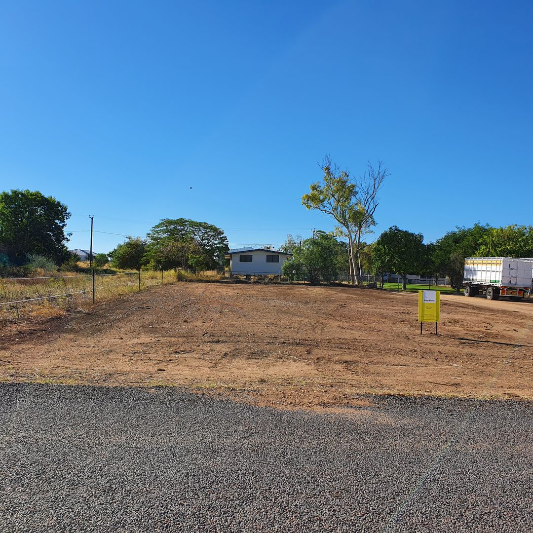 29 Hunter Street, Hughenden QLD 4821, Image 2