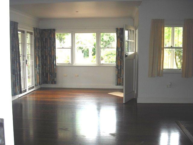 11 Simla Street, Mount Lofty QLD 4350, Image 2
