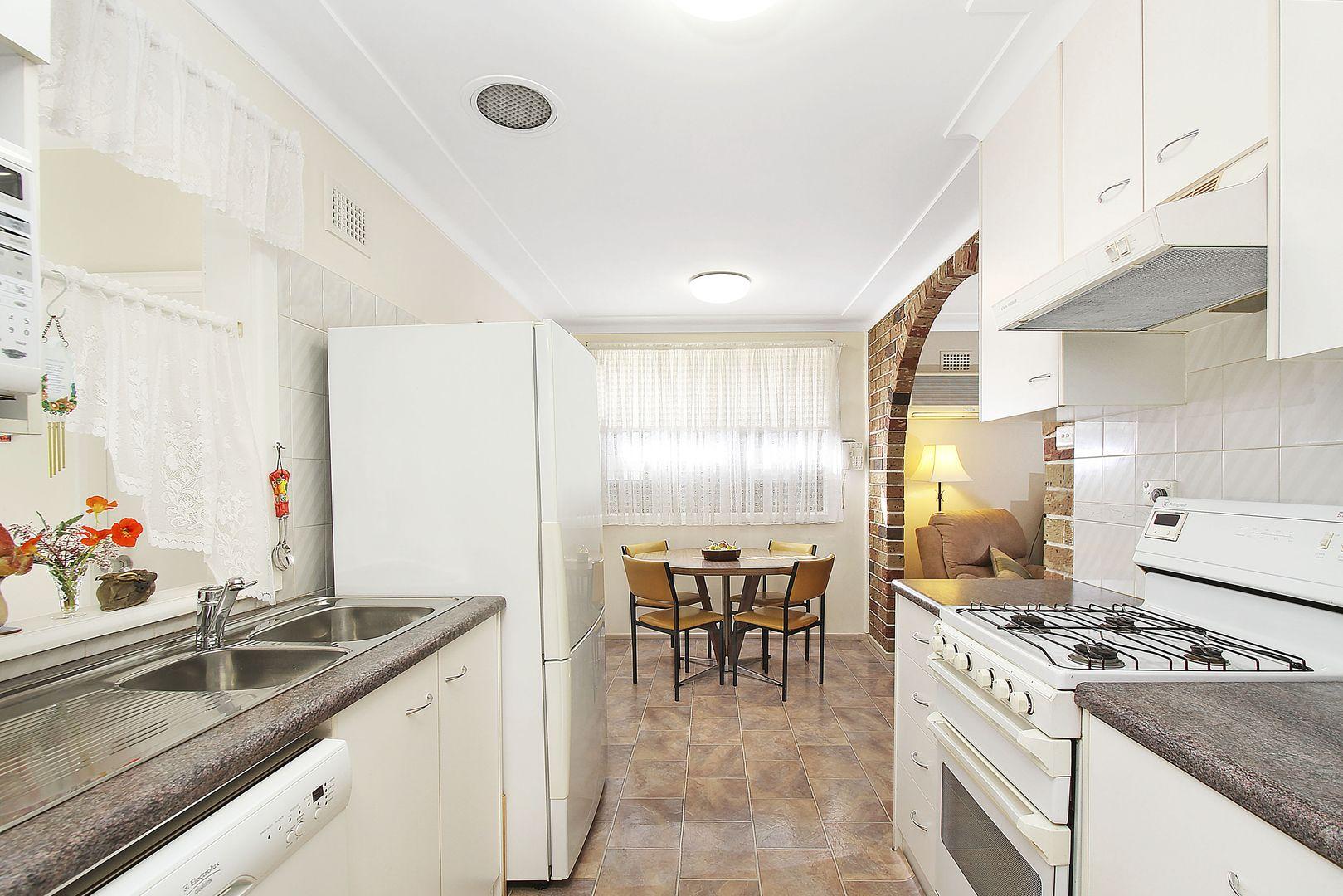 16 Hemingway Crescent, Fairfield NSW 2165, Image 2