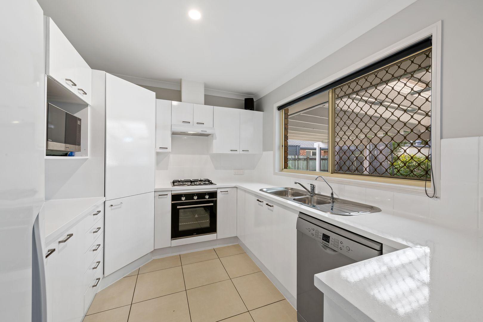 47 Lakeshore Place, Little Mountain QLD 4551, Image 2