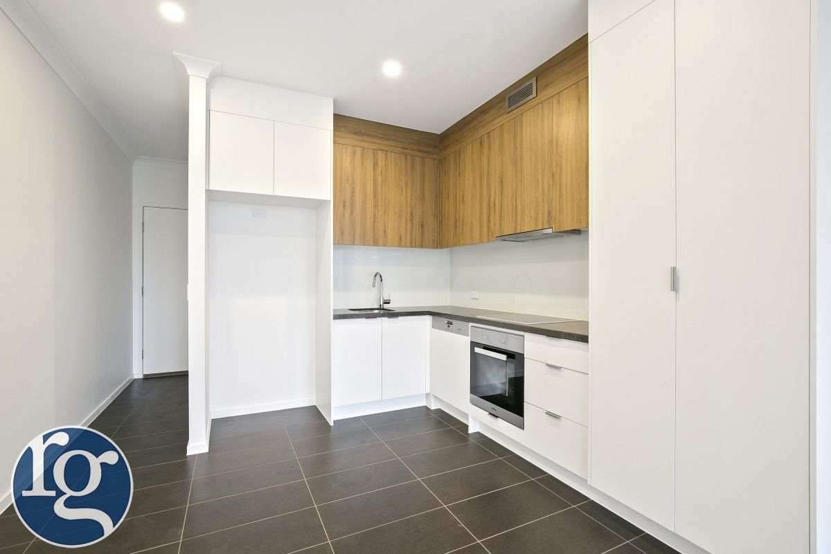 47/3028 The Boulevard, Carrara QLD 4211, Image 2