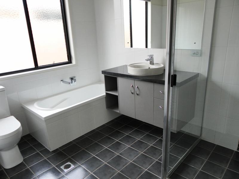 30 Berthun Street, Emerald QLD 4720, Image 2