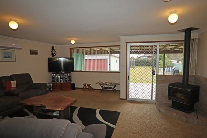 Picture of 33 Ellmoos Avenue, SUSSEX INLET NSW 2540