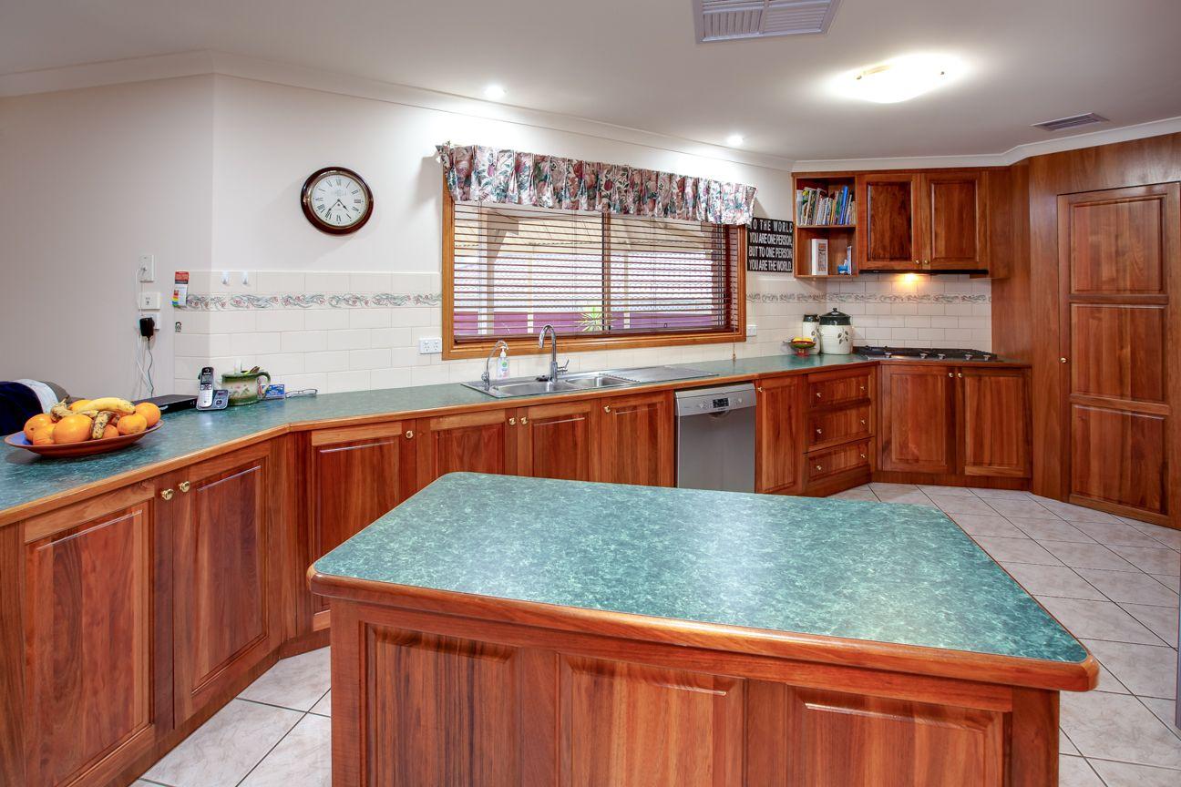 15 Kingfisher  Drive, Wodonga VIC 3690, Image 2