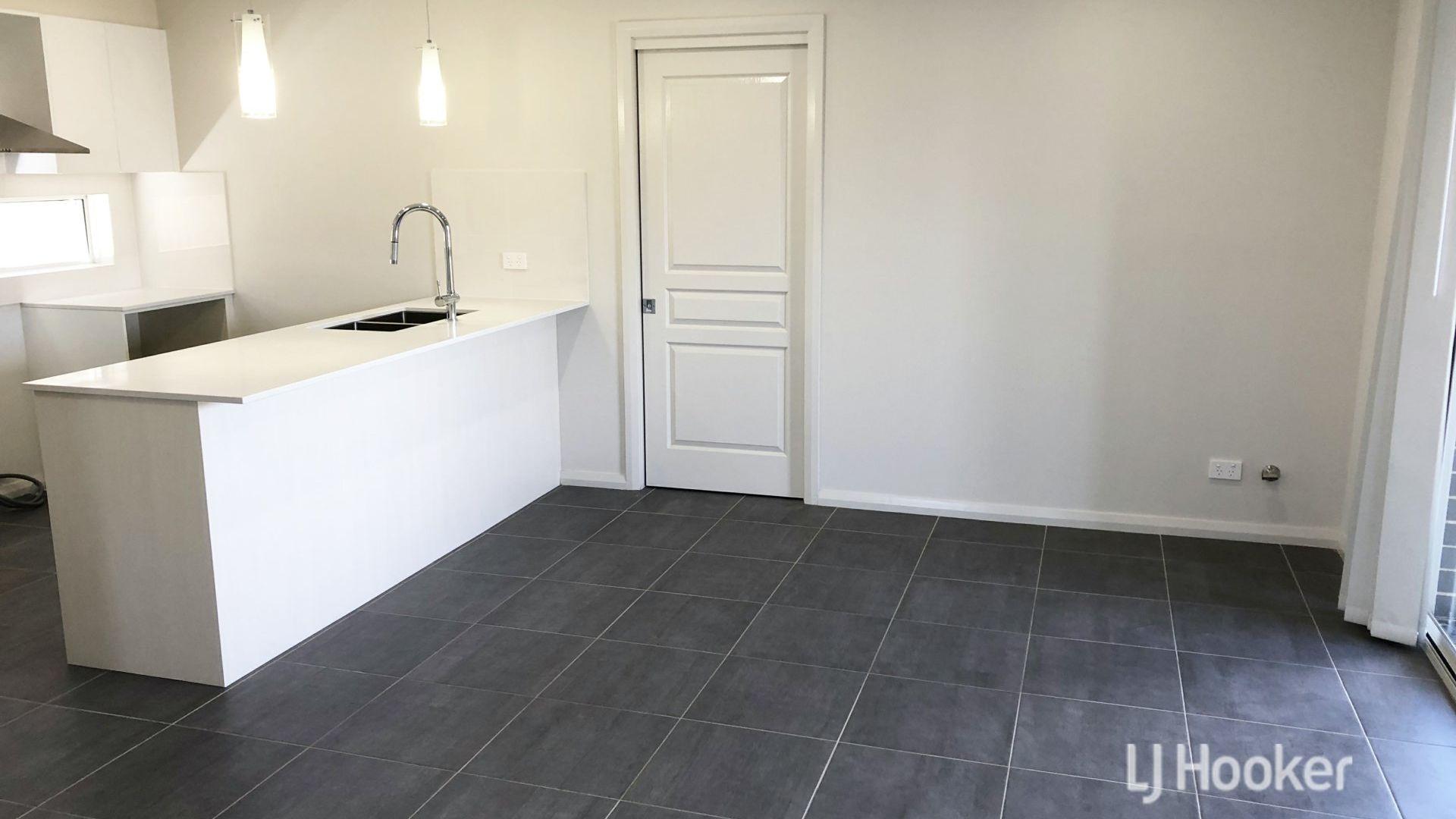 66 Bryant Avenue, Middleton Grange NSW 2171, Image 2