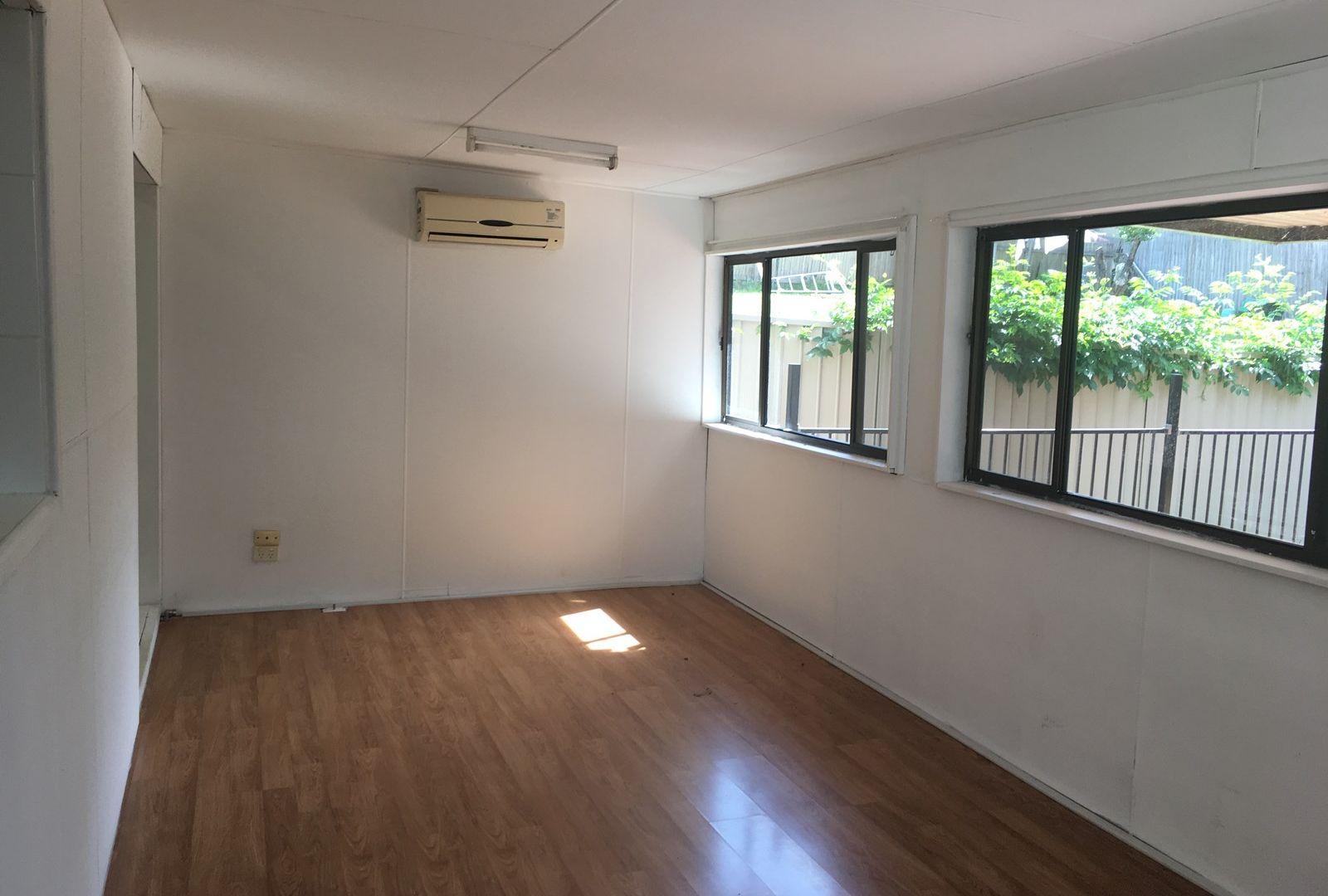 5 Loville Avenue, Seven Hills NSW 2147, Image 2