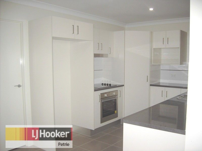 1/7 Arakoon Court, Rothwell QLD 4022, Image 1